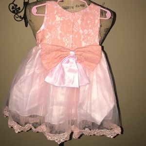 NWT Beautiful little girls dress 👗